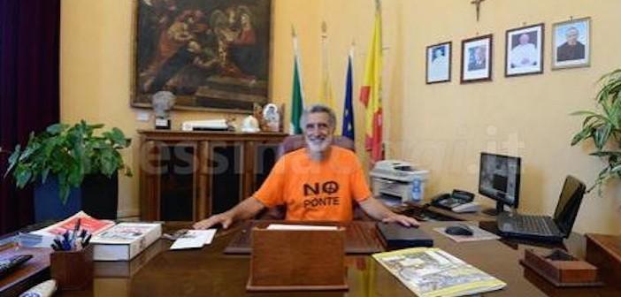 """Niente cravatta, all'Ars vietano l'ingresso ad Accorinti. Il sindaco: """"Regole arcaiche"""""""