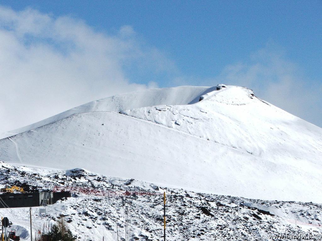 Risultati immagini per neve etna
