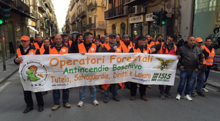 Forestali, scioperi e traffico bloccato in tutta la Sicilia$