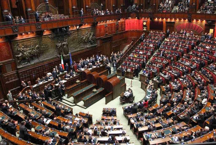Per i parlamentari italiani un 39 assicurazione contro la for I parlamentari
