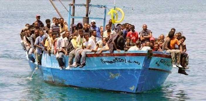 Risultati immagini per nave stipata di migranti