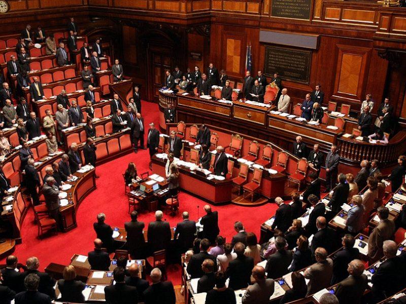 Parlamento solo in 59 su 950 incidono sulle leggi due for Camera dei senatori