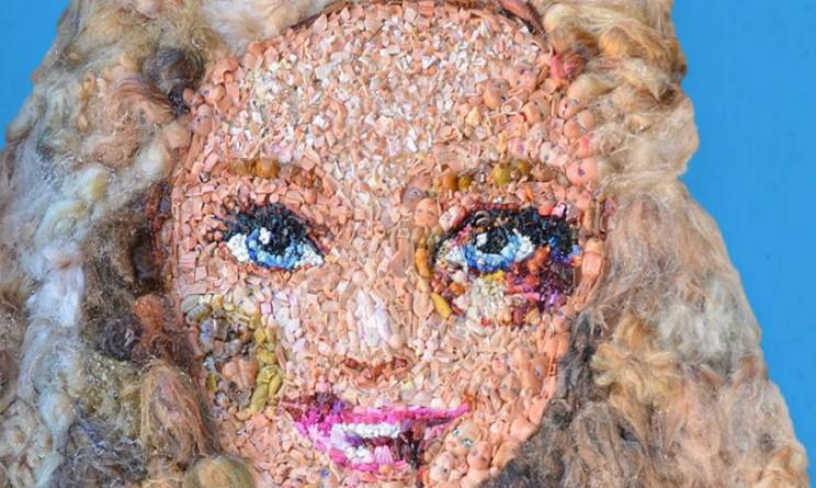violenza sulle donne un artista idea barbie pestata a sangue l eco del sud violenza sulle donne un artista idea