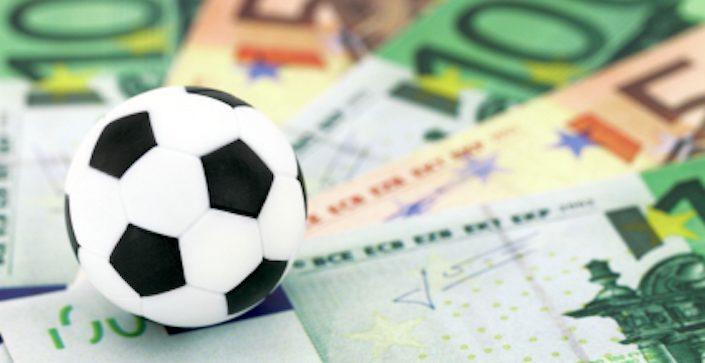 Risultati immagini per soldi e calcio