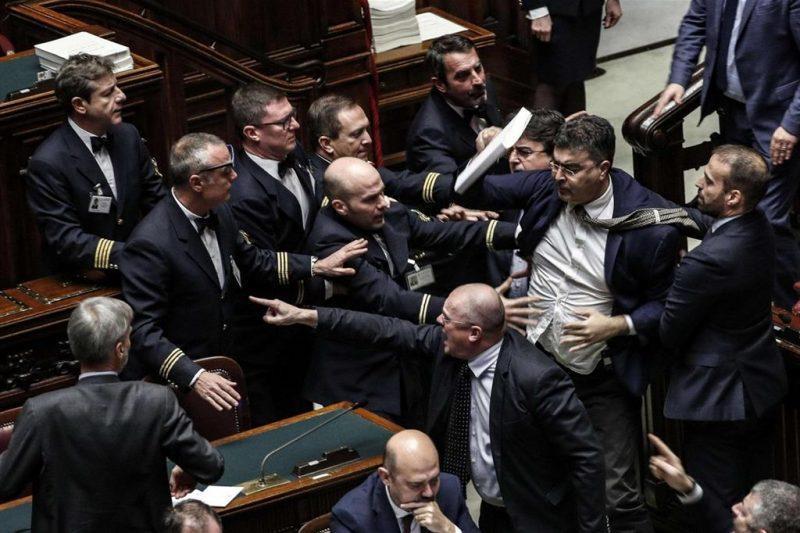 Parlamento bulgaro opposizione presente solo sulla stampa for Composizione del parlamento italiano oggi